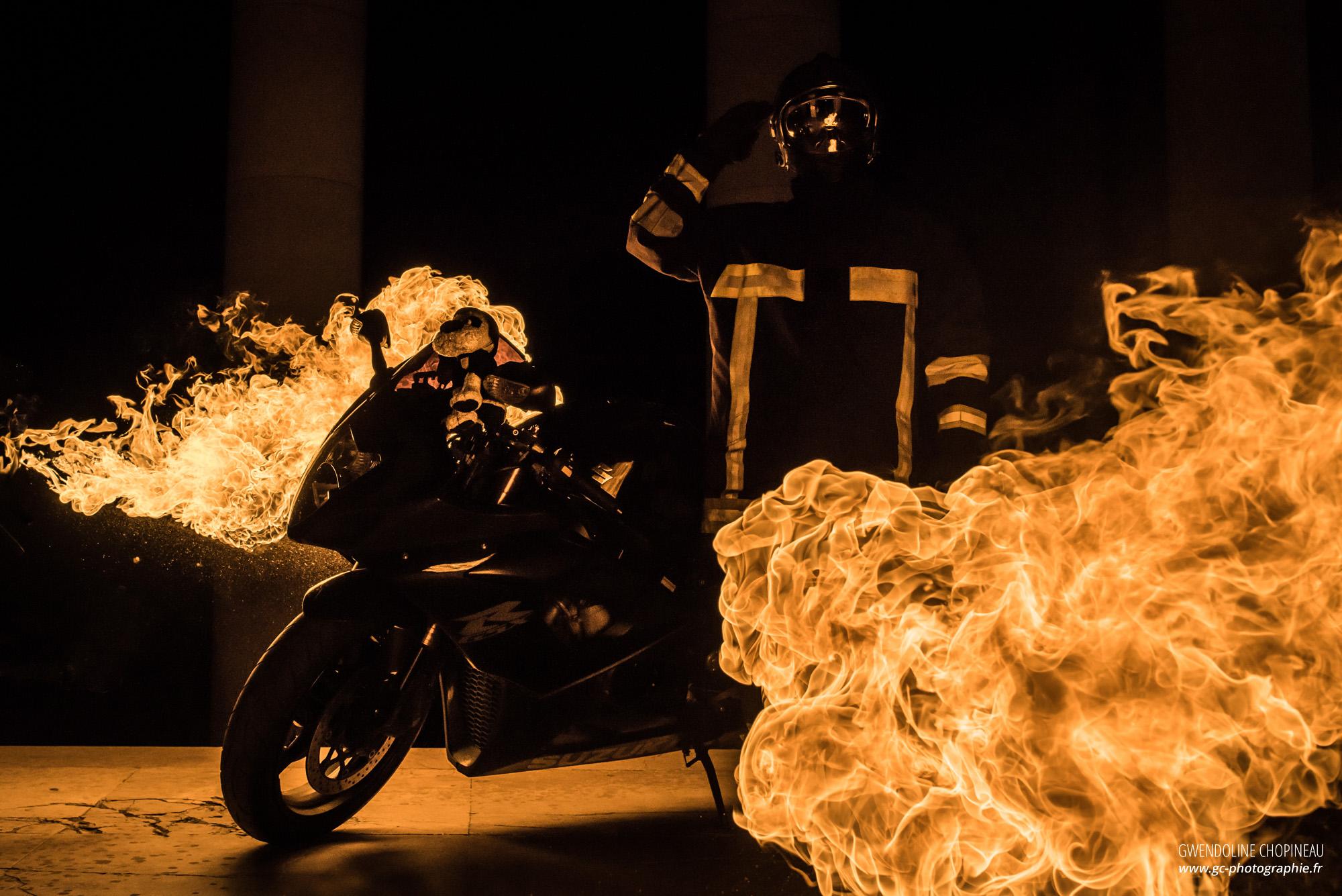 feu sapeur pompier moto