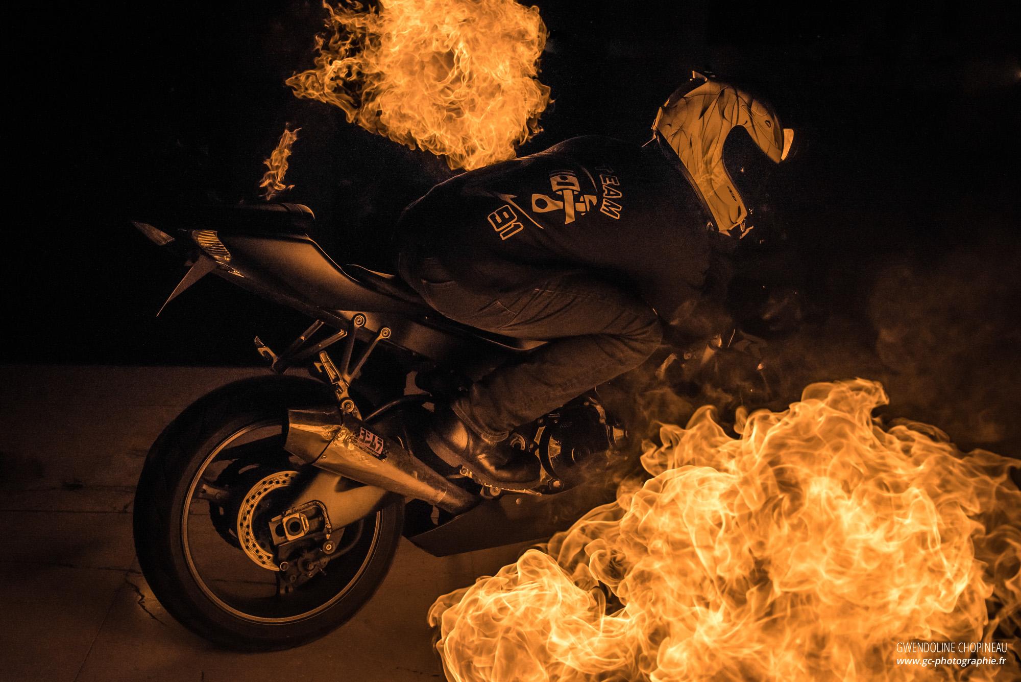 moto feu fond d'écran